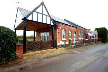 3 Bedrooms Detached House for sale in Beauty Bank, Whitegate, Northwich, Cheshire