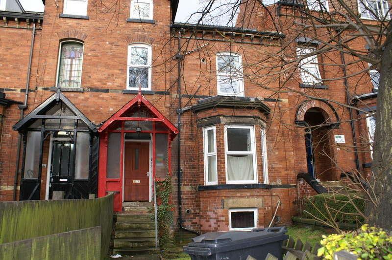 2 Bedrooms Flat for rent in Kensington Terrace, Hyde Park, Leeds
