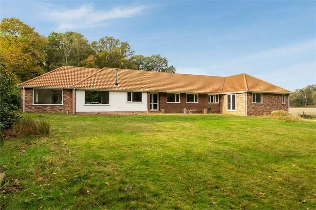 4 Bedrooms Detached Bungalow for sale in The Street, Nacton, Ipswich, Suffolk