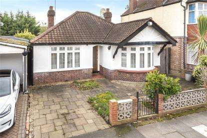 2 Bedrooms Detached Bungalow for sale in Glanville Road, Bromley