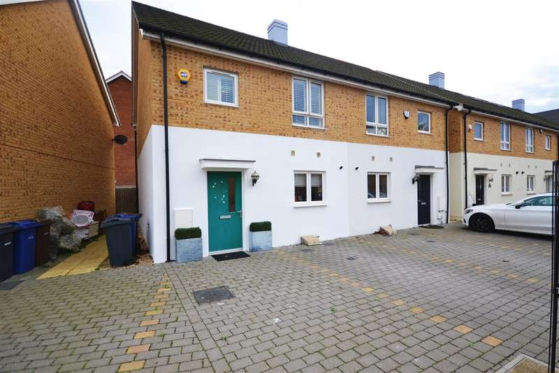 3 Bedrooms Semi Detached House for sale in College Way, Grays