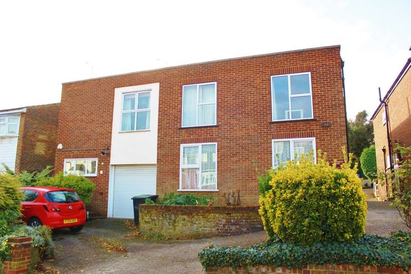 2 Bedrooms Flat for sale in Palmerston Road, Buckhurst Hill