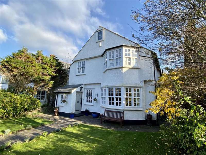 5 Bedrooms Detached House for sale in York Road, St Annes