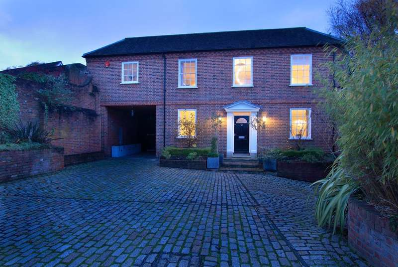5 Bedrooms Detached House for sale in Captains Row, Lymington, Hampshire