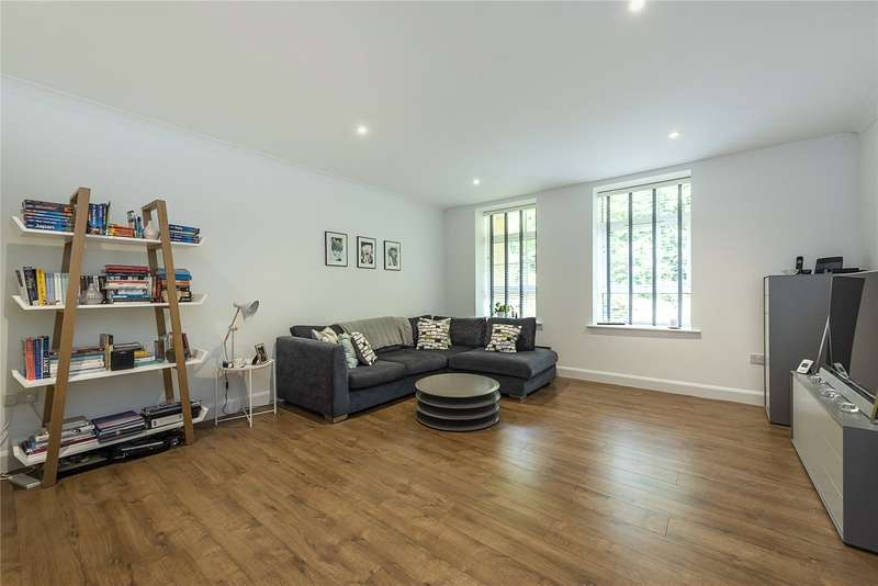 1 Bedroom Apartment Flat for sale in The Water Gardens, De Havilland Drive, Hazlemere, High Wycombe, HP15