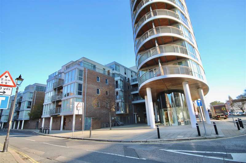 2 Bedrooms Flat for sale in Admiralty Road, Portsmouth