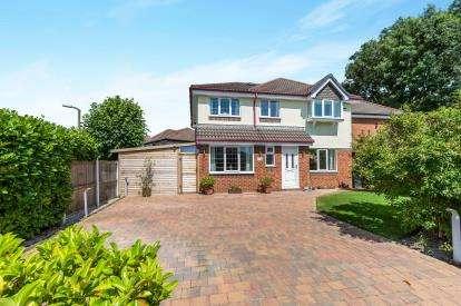 4 Bedrooms Detached House for sale in Burrington Close, Fulwood, Preston, Lancashire, PR2