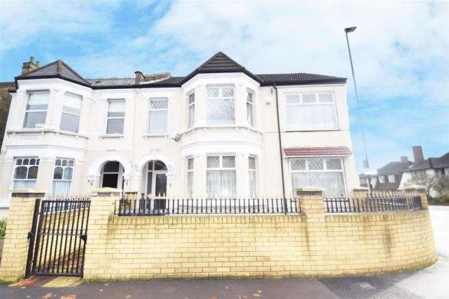 5 Bedrooms Property for sale in Witham Road, Isleworth, London, TW7 4AJ