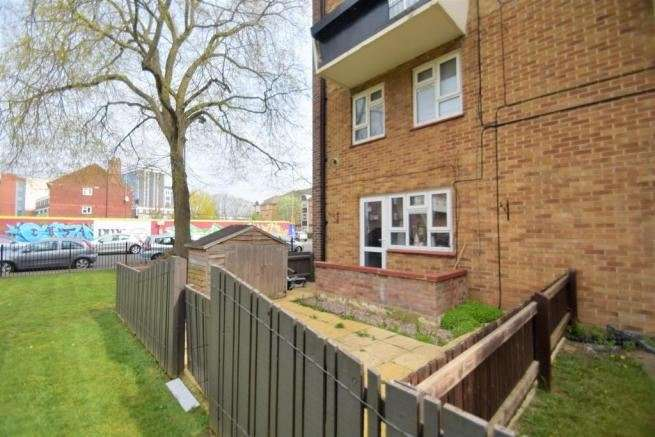 2 Bedrooms Apartment Flat for sale in Yorke Street, Southsea, Hampshire, PO5 4EL
