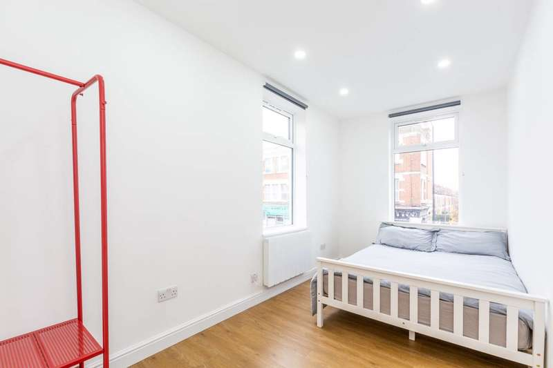 1 Bedroom Flat for sale in Abbey Parade, Wimbledon, SW19