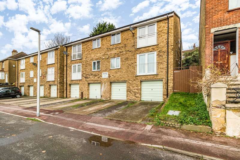 2 Bedrooms Maisonette Flat for sale in Constitution Court, Chatham, Kent, ME5