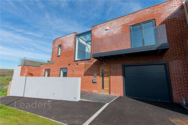 5 Bedrooms Detached House for sale in The Cliff Approach, Brighton, East Sussex