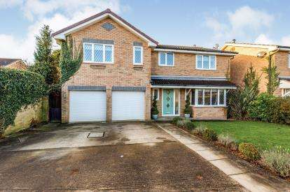 5 Bedrooms Detached House for sale in Caterton Close, Yarm, Stockton On Tees
