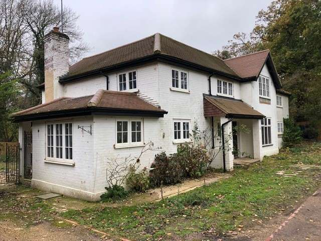 Detached House for sale in Great Oaks, Slough, SL1