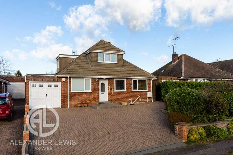 4 Bedrooms Detached Bungalow for sale in Hawthorn Hill, Letchworth Garden City, SG6 4HF