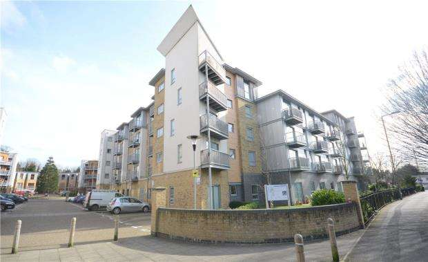 2 Bedrooms Apartment Flat for sale in Brand House, Coombe Way, Farnborough