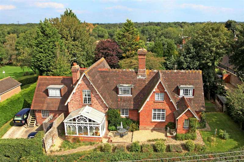 5 Bedrooms Detached House for sale in 'The Old Ride', High Hatch Lane