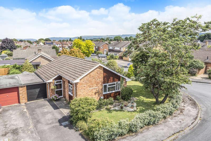 2 Bedrooms Detached Bungalow for sale in Leckhampton, Cheltenham
