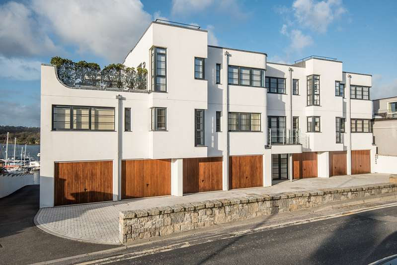 2 Bedrooms Apartment Flat for sale in North Parade, Falmouth TR11