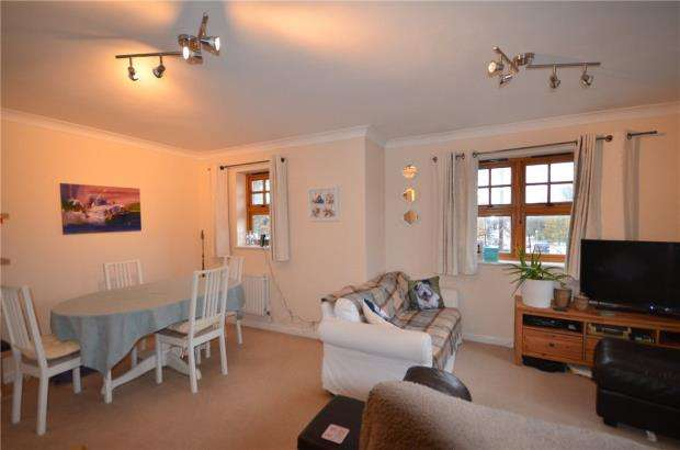 2 Bedrooms Apartment Flat for sale in Holly Court, Heatherdene Avenue, Crowthorne