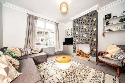 3 Bedrooms Terraced House for sale in Red Lion Street, Earby, Barnoldswick, Lancashire, BB18