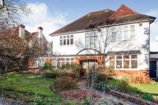 4 Bedrooms Detached House for sale in Fitzjames Avenue, Croydon