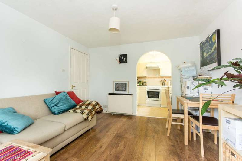 1 Bedroom Flat for sale in Anderson Close, Acton, W3