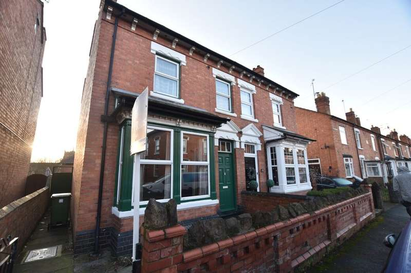 3 Bedrooms Semi Detached House for sale in Nelson Road, Worcester, WR2