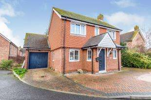 3 Bedrooms Detached House for sale in Barnfields Court, Great Easthall, Sittingbourne, Kent