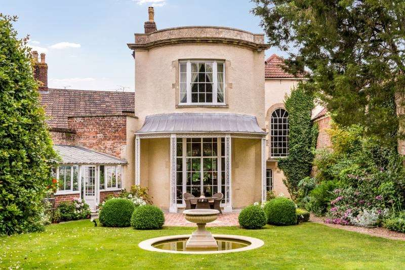 6 Bedrooms Terraced House for sale in High Street, Rode, Somerset, BA11