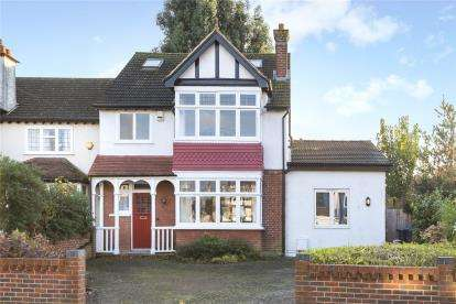 4 Bedrooms Detached House for sale in Carlyle Road, Croydon