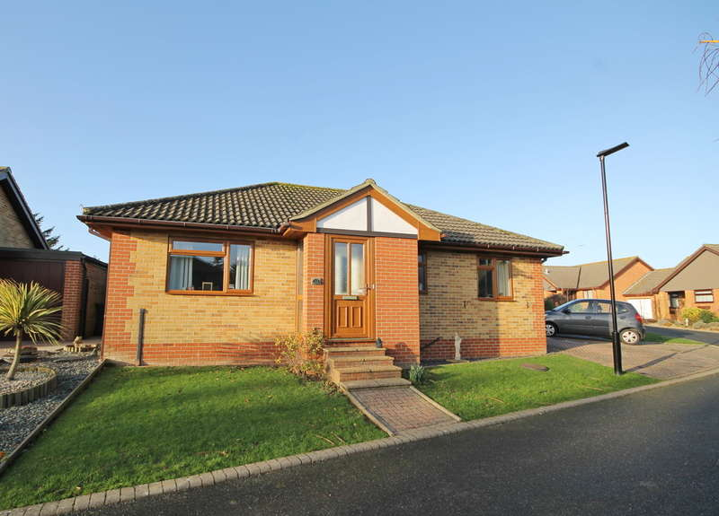2 Bedrooms Detached Bungalow for sale in Freshwater Bay, Isle of Wight