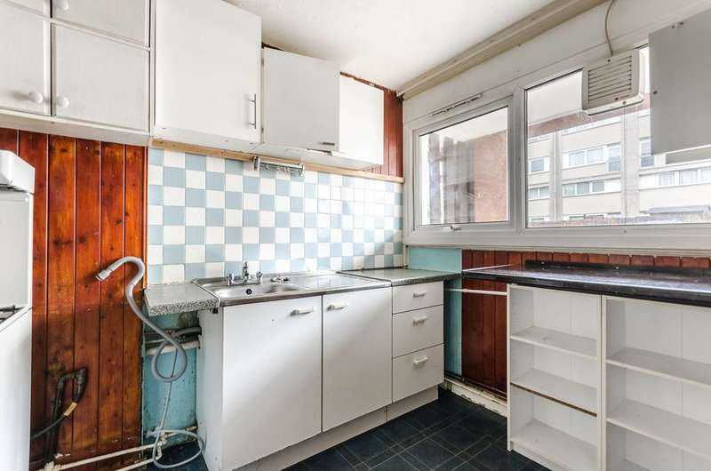 3 Bedrooms Flat for sale in Phipps Bridge Road, Mitcham, CR4