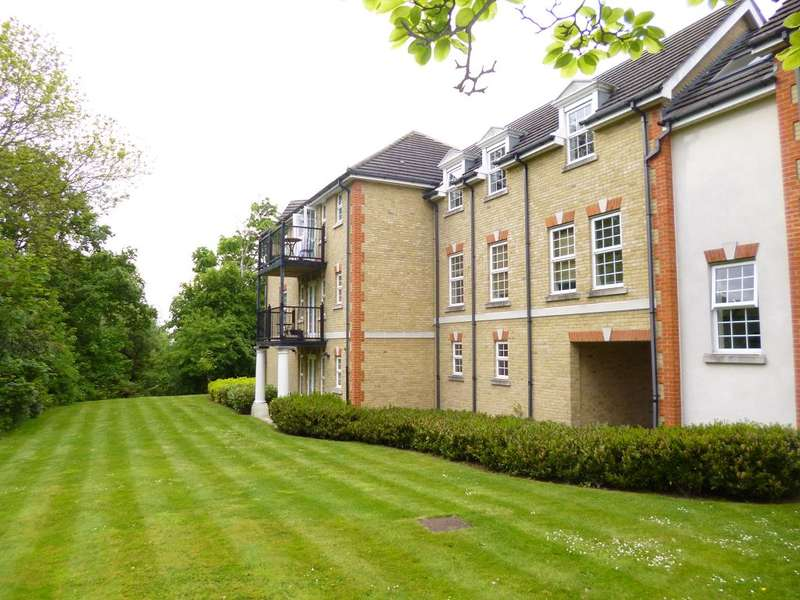 2 Bedrooms Flat for sale in Fuller Close, Bushey Heath, WD23