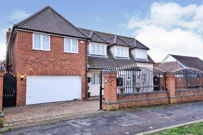 6 Bedrooms Detached House for sale in Grays, Thurrock, Essex