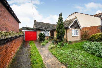 3 Bedrooms Bungalow for sale in Aveley, South Ockendon, Essex