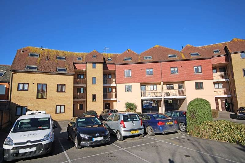 2 Bedrooms Apartment Flat for sale in Parkland Place 39-41, Old Milton Road, New Milton, Hampshire, BH25
