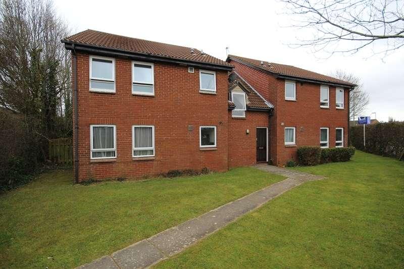 Apartment Flat for sale in Parham Close, New Milton, Hampshire, BH25