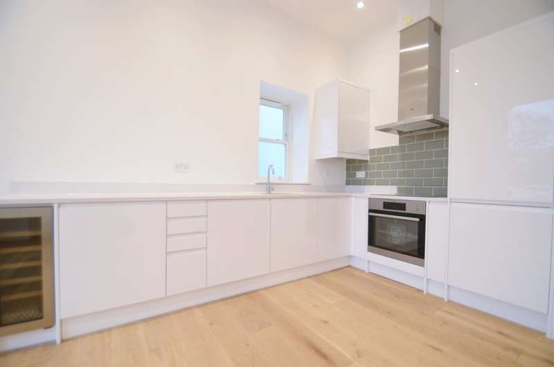 2 Bedrooms Ground Flat for sale in Carlton Road, Ealing, London, W5 2AW