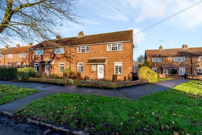 3 Bedrooms Semi Detached House for sale in Hawbush Rise, Welwyn