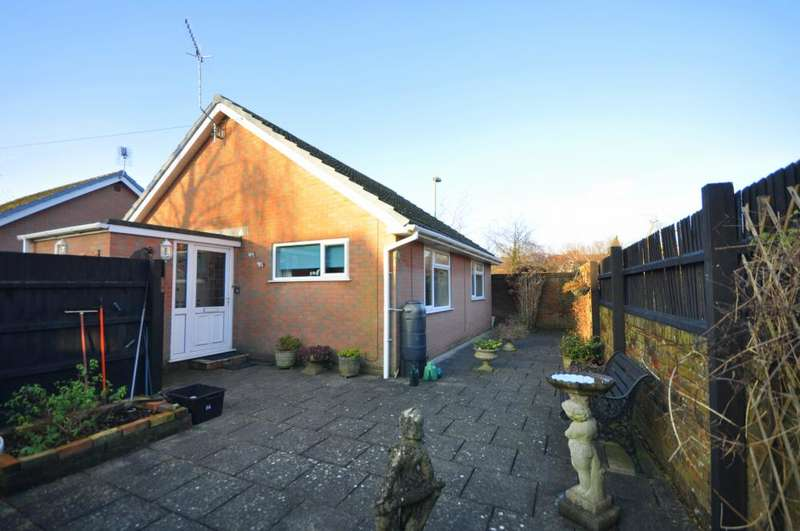 2 Bedrooms Detached Bungalow for sale in Ringwood, BH24 1PX