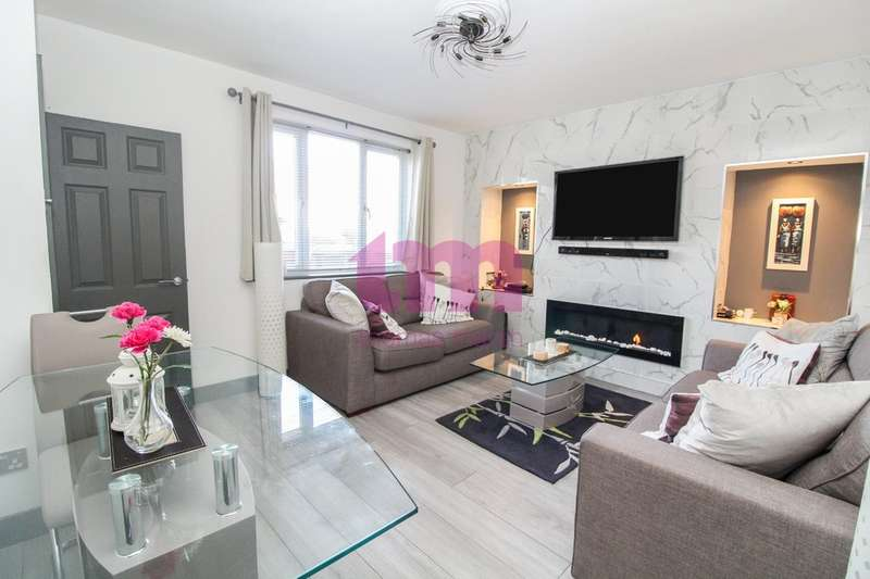 3 Bedrooms Semi Detached House for sale in Southview Avenue, Tilbury