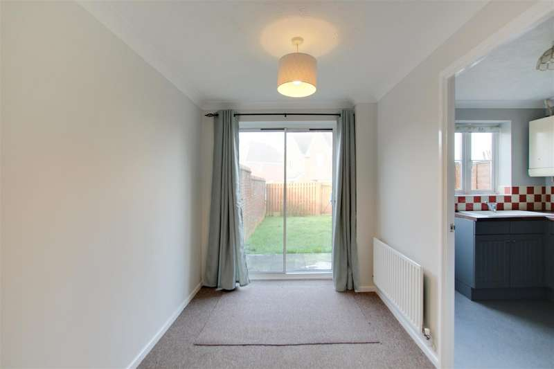 3 Bedrooms Semi Detached House for rent in The Acorns, Burgess Hill
