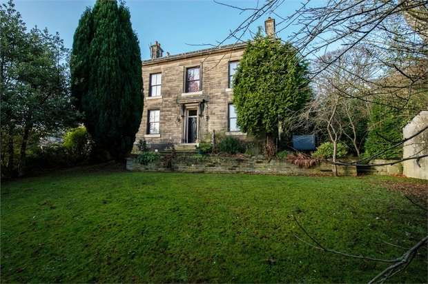 3 Bedrooms Detached House for sale in Wedneshough Green, Hollingworth, Hyde, Greater Manchester