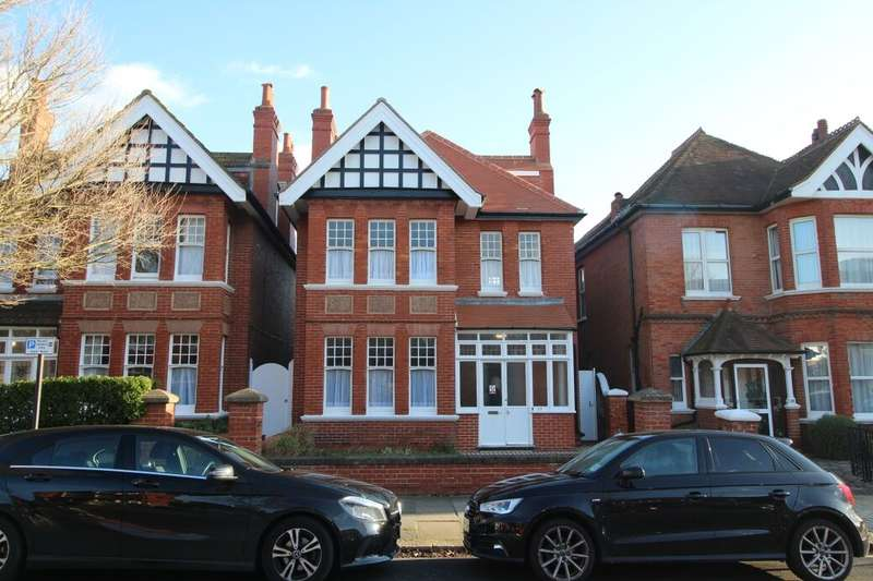 11 Bedrooms Semi Detached House for rent in Vallance Gardens, Hove, BN3