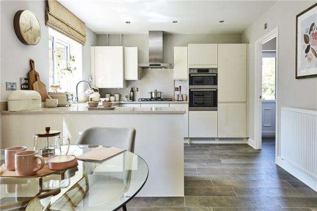 5 Bedrooms Detached House for sale in Bramley View, Bramley Nr Sherfield On Loddon, Hampshire