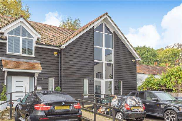 3 Bedrooms Semi Detached House for sale in London Road, Mitcham, Surrey, CR4