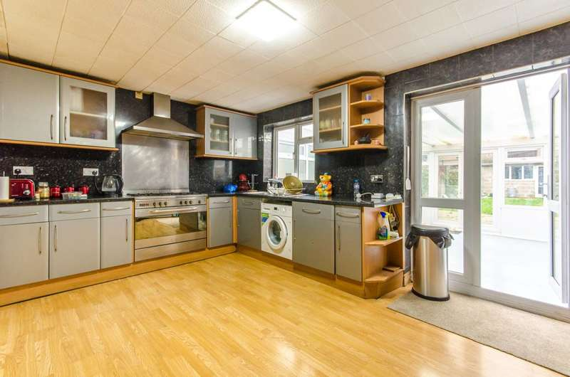 3 Bedrooms House for sale in Selborne Road, Wood Green, N22
