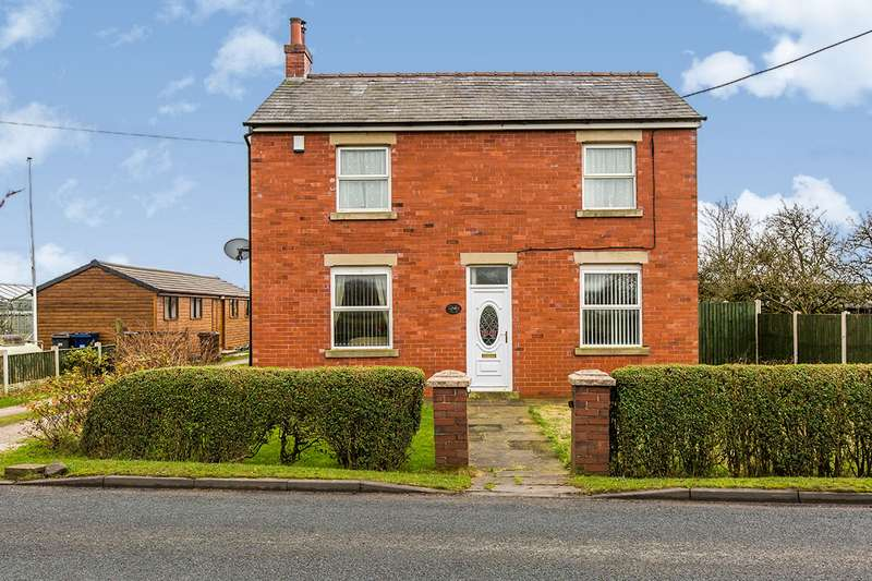 4 Bedrooms Detached House for sale in Gill Lane, Longton, Preston, Lancashire, PR4