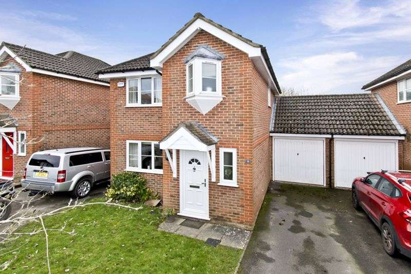 3 Bedrooms Property for sale in Pondmore Way, Ashford